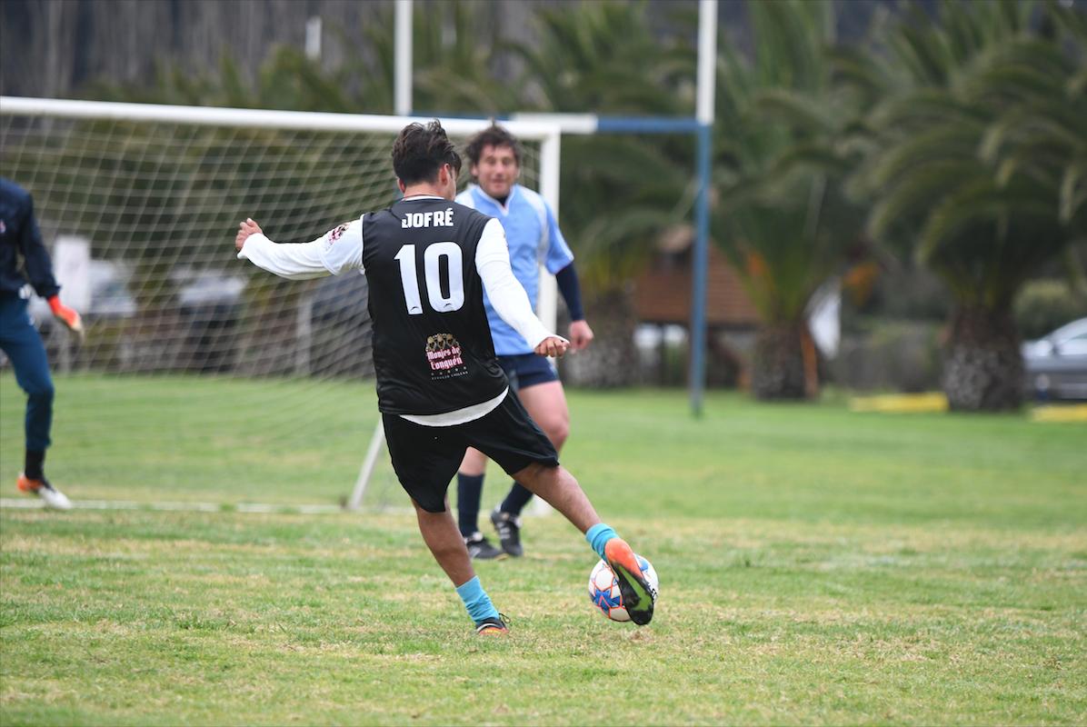 CON CUATRO DUELOS ARRANCÓ LA LIGA DE FOOTBALL OLD MACKAYANS 2021